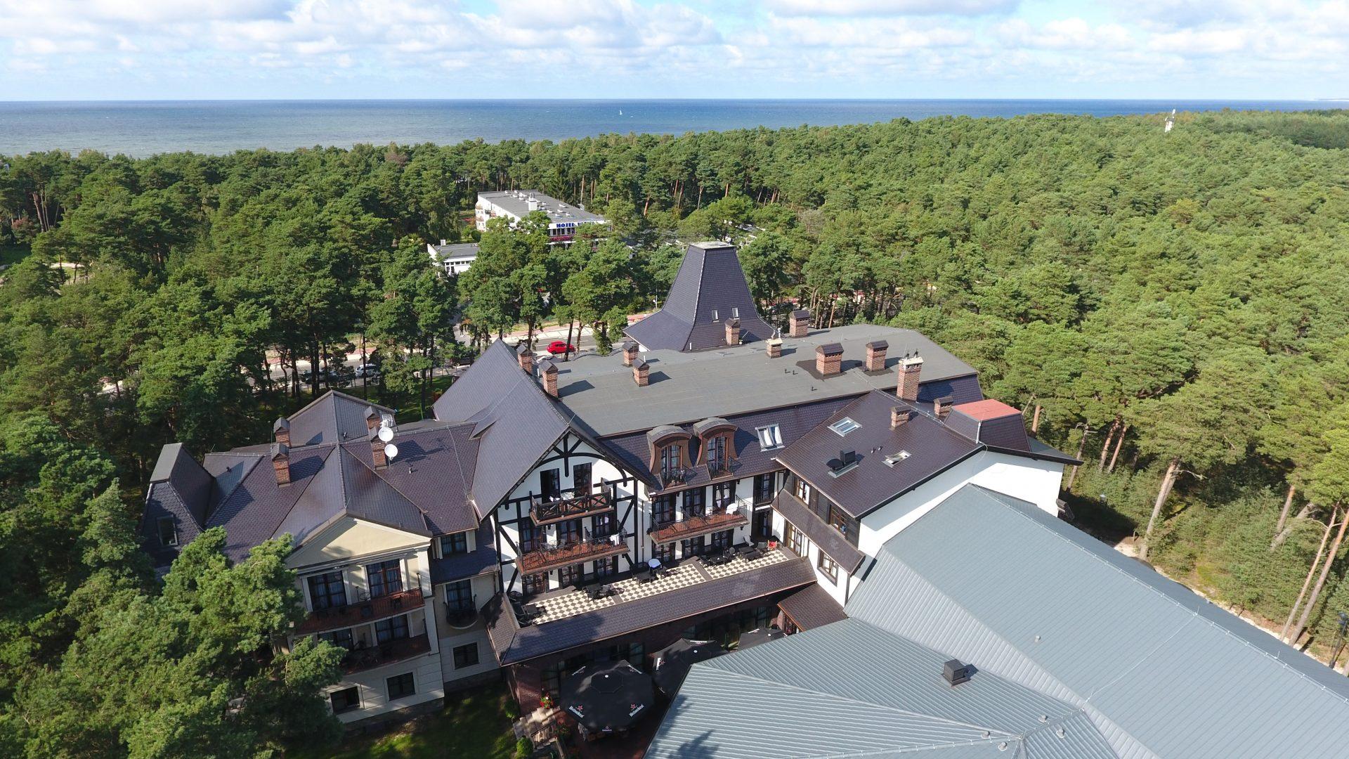 Zdjecia z drona na pensjonat nad morzem - hotel Royal Baltic