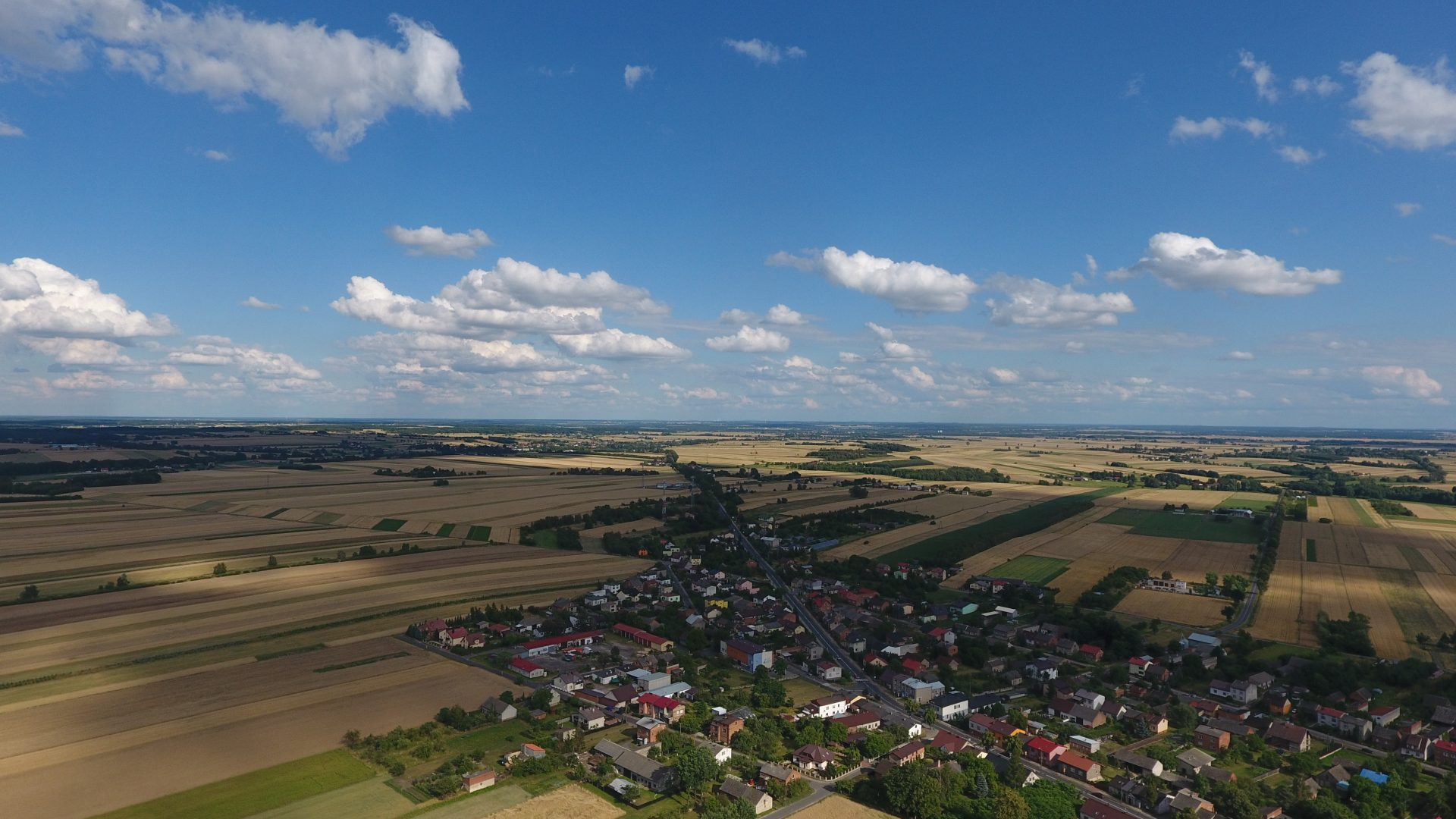 Zdjęcie z drona na wioskę w Polsce